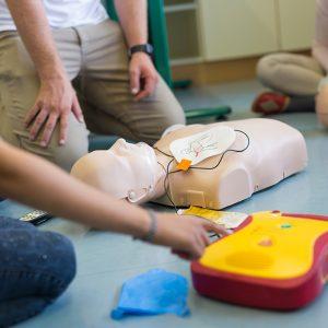 Inbetriebnahme und Einweisung von AED